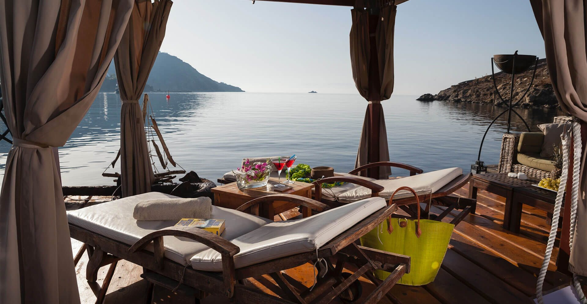 Private-VIP-Lounge-on-hotel's-beach-copy