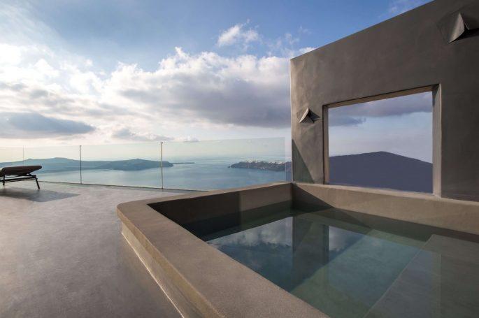 Santorini villa with plunge pool